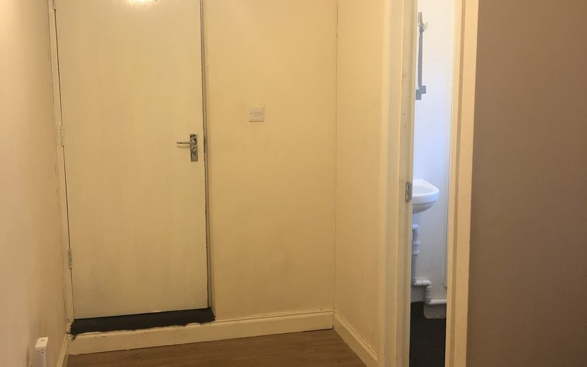 ***LET AGREED***  ONE BEDROOM, CROMWELL ROAD, LUTON LU3