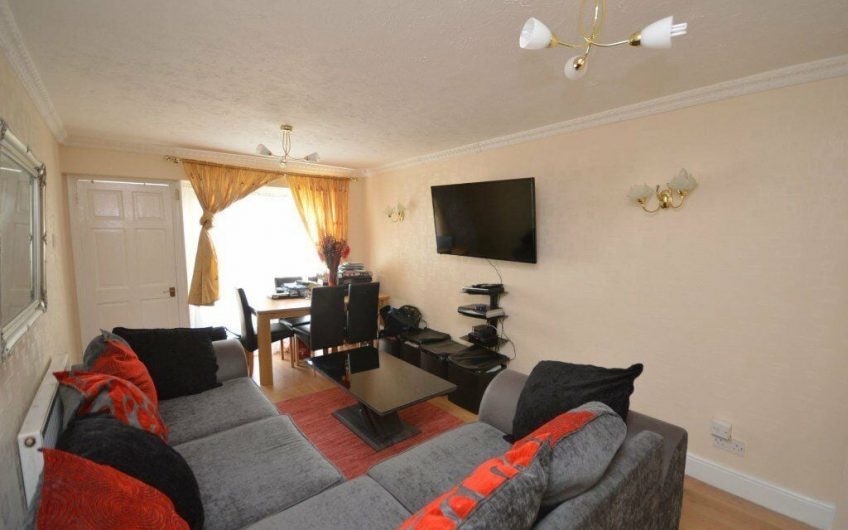 Aura Estates are delighted to bring to the market, this large Two Bedroom flat With GARAGE…
