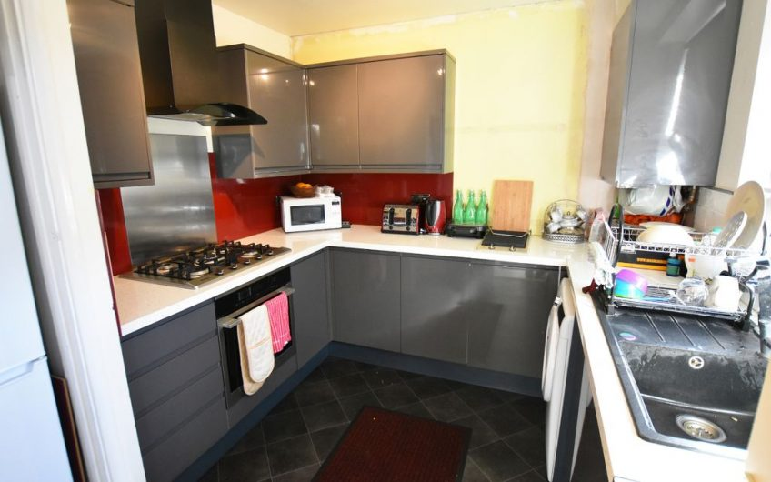 Aura Estates are Delighted To bring to the Market This Spacious Three Bedroom Maisonette For Sale….£125,000 Located in Luton, The Popular LU1 Area……   *CHAIN FREE*  *CALLING ALL INVESTORS AND CASH BUYERS ALIKE*