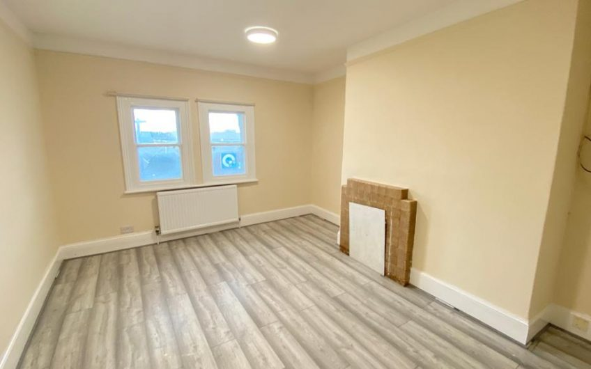 Large Two Bedroom Flat, with lots of Charactor, High Street North, Dunstable, LU6…