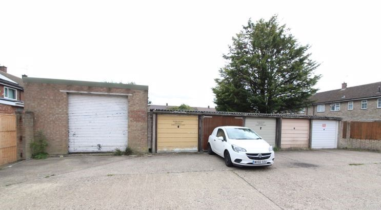 Aura Estates Ltd are Delighted to offer this Freehold Garage to the sales market, Located on Sycamore Road, Houghton Regis LU5….